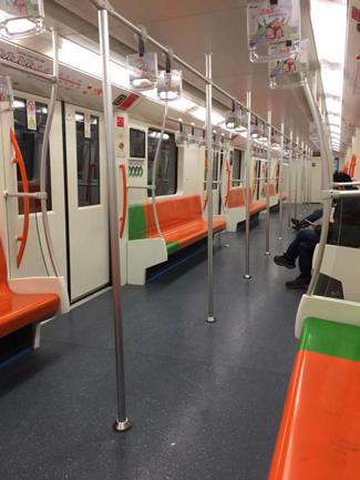 人が居ない地下鉄